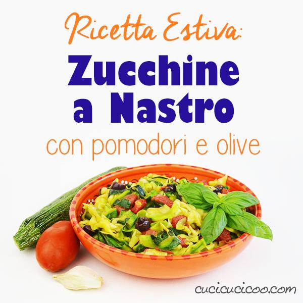 Bastano pochi minuti davanti ai fornelli per fare queste zucchine a nastro con pomodori e olive, una ricetta estiva deliziosa, perfetta per ospiti! #ricettaestiva #zucchine