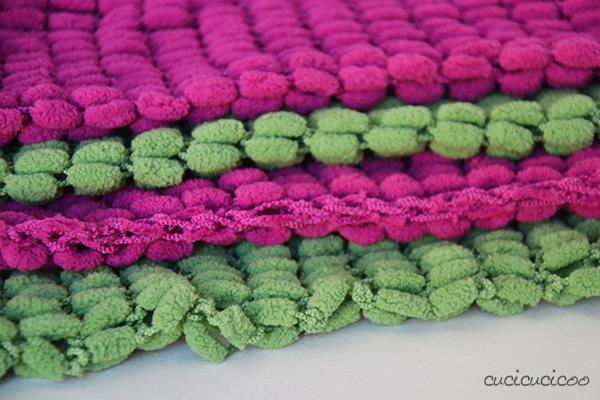 Knitting a pom pom scarf