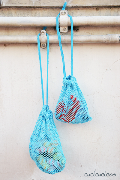 Tutorial: How to make DIY mesh drawstring bags for the beach or pool from old shirts