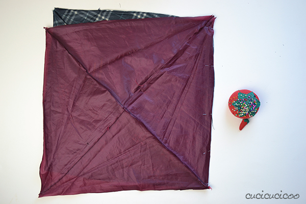 How to make a waterproof picnic blanket from umbrella fabric and a sheet! Have eco-friendly fun in the great outdoors without getting damp! A tutorial by www.cucicucicoo.com