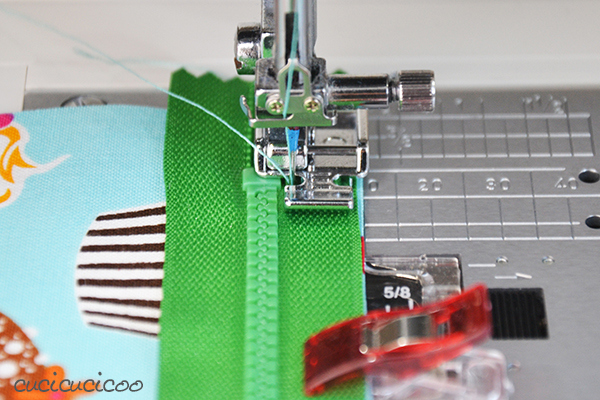 How to sew an exposed zipper: use a zipper foot to perfectly insert and topstitch a zipper. www.cucicucicoo.com