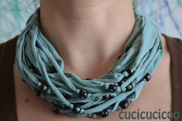 DIY Beaded T-shirt necklace tutorial | www.cucicucicoo.com