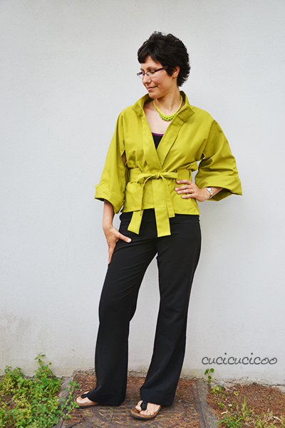 The Suzuran No-Waste Kimono Jacket pattern: a French-designed, Japanese-style spring kimono, perfect for warm weather. The best part? The unique pattern design uses every bit of a rectangle of fabric with no remaining scraps! A review by www.cucicucicoo.com