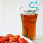How to make homemade iced tea, the best drink on a hot summer day! A recipe for all natural sun brewed or boiled tea. www.cucicucicoo.com