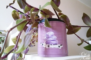 How to make personalized DIY flower pots from tin cans | Cri Erre Handmade for www.cucicucicoo.com