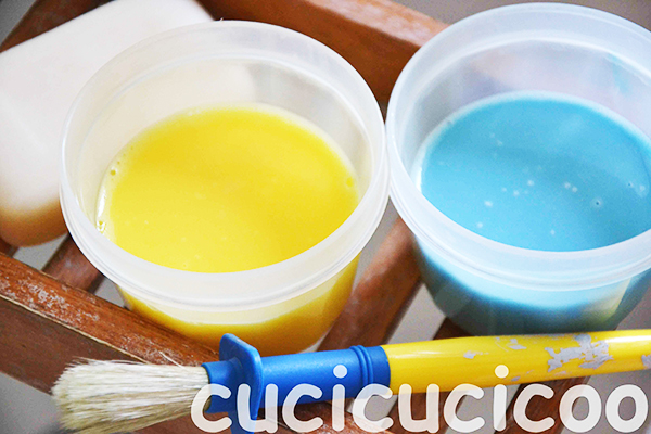 Beating the summer heat: Refreshing summer activities for kids to do in the house, without taking a step outside! DIY bubble bath paint! www.cucicucicoo.com
