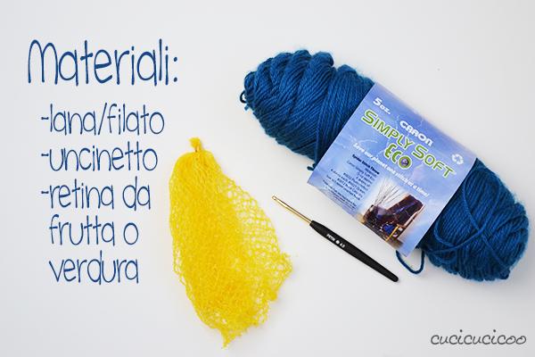 Tutorial fai da te: crea borse a tracolla per bambini con il riciclo delle retine di frutta e l'uncinetto! Un regalo carino da fare in un'oretta, perfetto per la raccolta di tesori trovati in natura! www.cucicucicoo.com