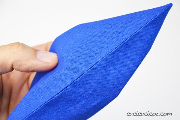 Cucire a mano non è affatto difficile! È facile imparare come fare il punto invisibile (o nascosto) per chiudere progetti cuciti senza cuciture visibili! Tutorial con foto e video! #cucireamano #cucire