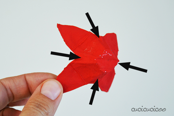 Make adorable DIY paper poinsettias for the holiday season from upcycled egg cartons and fruit nets! Even kids can make these with a little help! Full photo tutorial on www.cucicucicoo.com