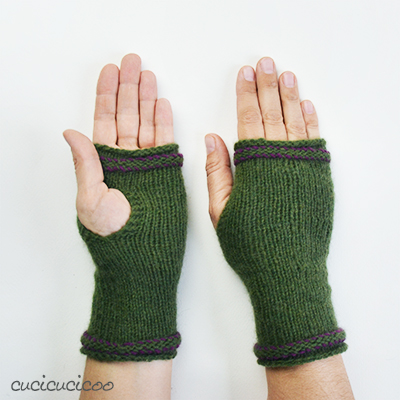 Tepore knit wrist warmers: a simple pattern with simple thumb openings, worked in the round on double pointed needles. A review by www.cucicucicoo.com