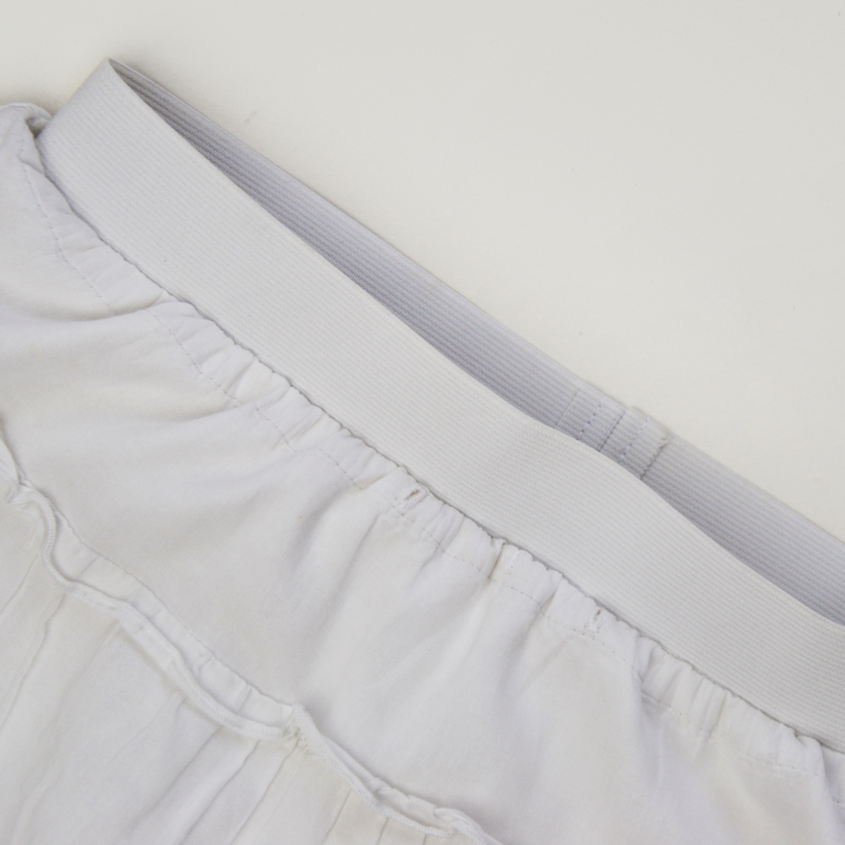How to Sew an Exposed Elastic Waistband in 5 steps: an easy alternative to fussy zippers and elastic casings! Learn how on www.cucicucicoo.com