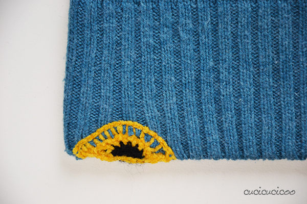Two methods for repairing holes in sweaters: swiss darning and crochet. www.cucicucicoo.com