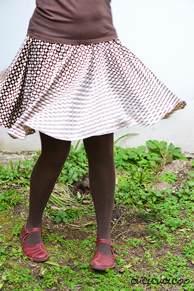 Free sewing pattern! How to sew a circle skirt in one or two layers, plus a fun accessory with the scraps! www.cucicucicoo.com