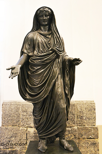 The importance of fabric drape as shown in classical sculpture. A sewing lesson in the free Learn to Machine Sew course for beginners on www.cucicucicoo.com