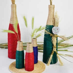 Upcycle your glass bottles to create cool home décor! These DIY wine bottle vases are easy to make with glue and twine and are a great house warming gift! Tutorial on www.cucicucicoo.com