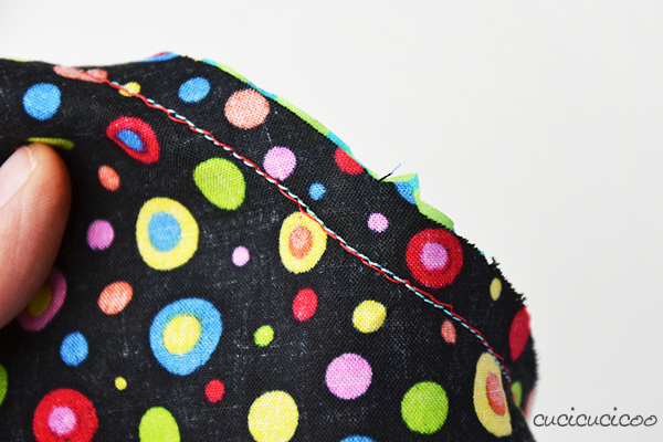 Sewing concave and convex curves together (or an enclosed circle) is easy once you know a little trick. Learn how with a free pattern for a curvy potholder! Part of the Learn to Machine Sew course on www.cucicucicoo.com!