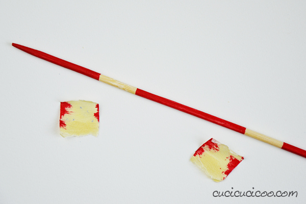 Learn how to make homemade pick up sticks (Mikado) from skewers, with a DIY pouch to hold them. Printable playing instructions included! A perfect gift for kids and adults! Tutorial by www.cucicucicoo.com