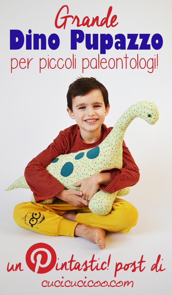 Questo peluche di dinosauro fai da te è davvero grande e un regalo perfetto per il tuo piccolo paleontologo preferito! Una recensione Pintastic! del cartamodello e tutorial gratuito!