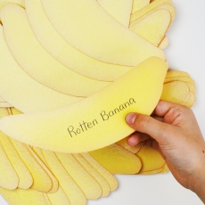A fantastically fun and easy game for kids to practice reading without it feeling like work! Five levels of vocabulary to get your child to immediately recognize sight words! Try not to get the rotten banana! (in English or Italian)