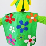 Dress up in the most fun and happy way with this flower costume pattern by Cucicucicoo Patterns! The Field of Flowers costume, with body, hat and leafy neck piece, has 11 sizes... perfect for kids AND adults!