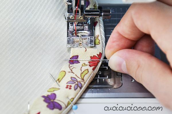 Detesti misurare, stirare e spillare ogni volta che fai l'orlo? Ecco l'alternativa che fa per te! Impara come orlare con lo sbieco per risparmiarti tempo e frustrazione! www.cucicucicoo.com