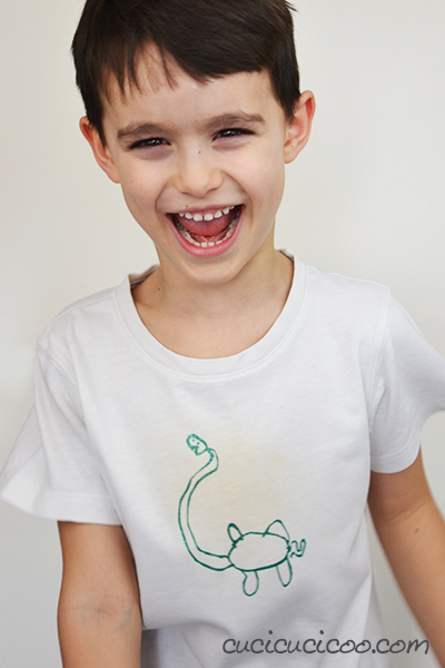 Did your kid draw the best picture, or you found a great image online? Find out how to transfer drawings to T shirts with freezer paper stenciling! Such a fun way to jazz up boring clothing and the most addicting craft ever! Tutorial by www.cucicucicoo.com