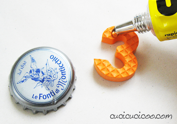 Everyone loves playing with stamps! And it's super easy to make homemade foam stamps from old foam puzzles and bottle caps… without paying a cent! A repurposing tutorial by www.cucicucicoo.com