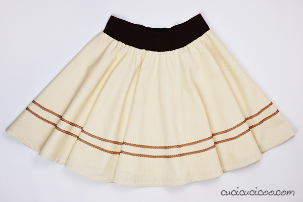 Does just the thought of hemming a curved edge scare you? It doesn't have to! This is the easy way to hem a circle skirt in just 15 minutes with the help of bias tape! www.cucicucicoo.com