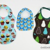 Keep baby AND Mama clean with the Super Bib Pattern Pack by Cucicucicoo patterns! 5 styles (including burp cloth) and optional pocket, wipeable, waterproof and reversible versions, plus sewing method options, this pattern is perfect for all childhood stages and all sewing skills!