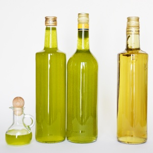 End your meal with delicious Italian finocchetto digestif! This homemade wild fennel liqueur recipe will make your stomach and your mouth happy! Great gift!