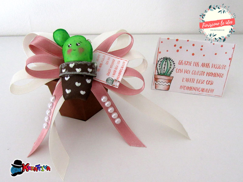 Five fantastic tutorials for DIY cactus party favors with five different materials! Free downloadable templates and printable thank you cards for celebrating all your important milestones with those you love! Here a cactus made from craft foam!