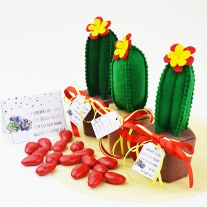Celebrate your important milestones with these handmade felt cactus party favors with an incorporated box and free printable thank you cards! Adorable and easy to make with very basic skills!