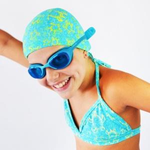 Vai in piscina? Impara a cucire una cuffia nuoto fai da te con un cartamodello GRATUITO in 4 taglie, sia bambini che adulti, e un tutorial dettagliato!
