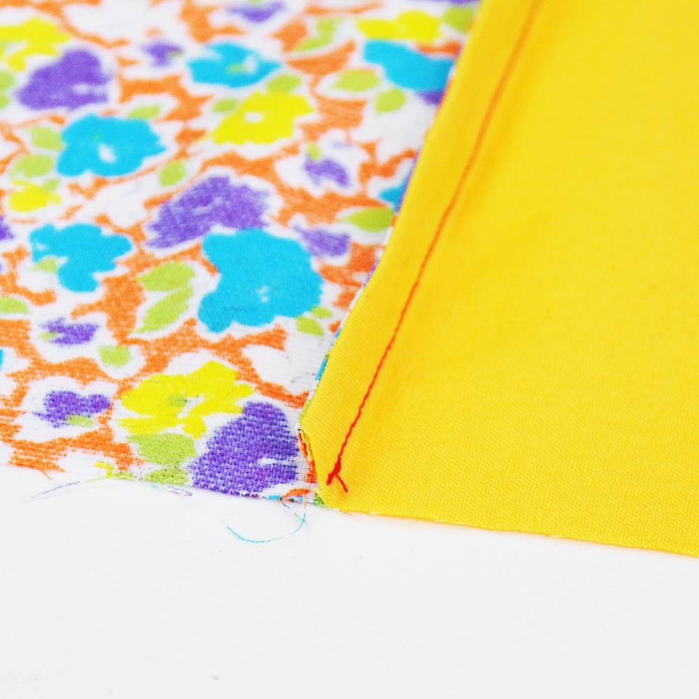 È importante rifinire i margini di cucitura per un effetto professionale. Impara come fare la cucitura inglese per una rifinitura perfetta in pochi minuti! #cucire #cucito