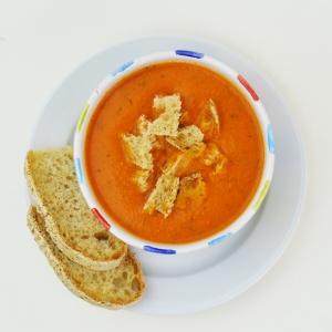 Un classico della cucina americana in chiave moderna: scopri come fare la zuppa di pomodoro con degli ingredienti segreti per un sapore inaspettato che tutti amano! #cucinaamericana #zuppadipomodoro