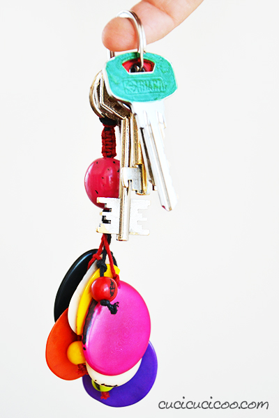 Do you keep getting your keys mixed up and can't remember which is which? Grab your nail polish collection and learn how to color code keys in a flash! #nailpolishhack #housekeyhack