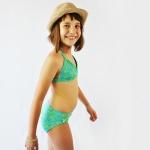 Non riesci mai a trovare un costume a due pezzi che ti sta bene sia sopra che sotto? Cucilo tu con questo cartamodello per bikini per donne e bambine con 9 stili diversi! #costumehandmade #bikinihandmade