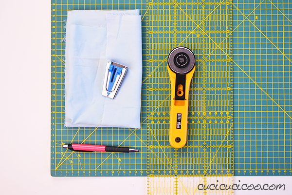 How awesome is it to have homemade bias binding that matches your project perfectly! Learn how to make continuous bias tape easily with just two seams without wasting fabric! #biastape #sewinglesson