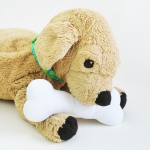 You can never be too young or inexperienced to sew! This super simple stuffed animal dog bone is fast and easy to sew even for children, and is a perfect accessory for their favorite fluffy toy doggies! #sewasoftie #stuffeddog #diytoys #freepattern