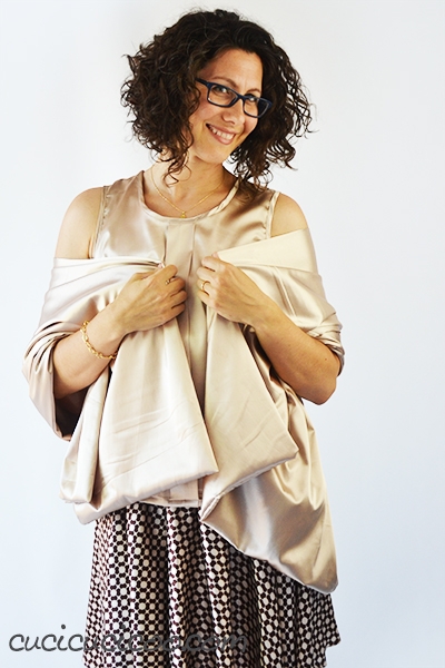 The free Sorbetto loose tank top pattern by Colette Patterns is an easy sew and simple fit. Depending on the fabric choice, it can become either a casual or elegant summer shirt! #freepattern #sewingpattern #colettepatterns #summersewing