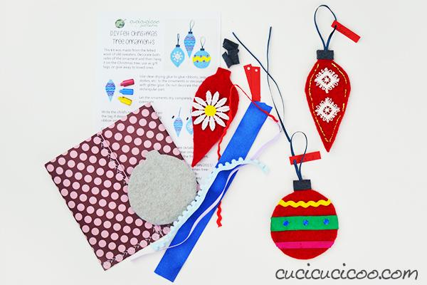 Cerchi un regalo speciale per i tuoi bimbi preferiti! Questi kit creativi per bambini fai da te per fare degli addobbi Natazlizi sono semplici da fare con ritagli di feltro o maglioni di lana infeltriti e pezzi di passamaneria. Metti il tutto insieme in un pacco con il foglio illustrativo, e i bambini si divertiranno tanto! #natalefaidate #kitcreativi #regalicreativi