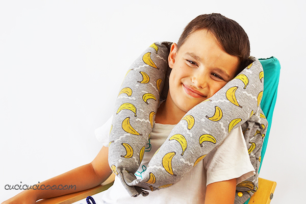 This looks so comfy! Learn how to make a neck pillow from a sweatshirt in 10 minutes with stuffing and some snaps. Perfect for travel or a college student's dorm room! #diypillows #pillowtutorial