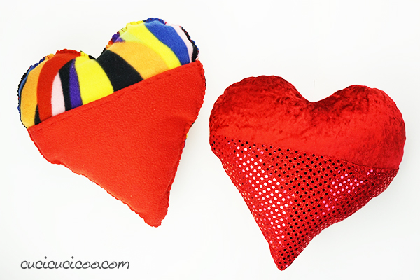 Celebrate Valentine's Day with love notes inside the pocket of this hand sewn plush heart pillow! The free pattern is easy enough for beginners and children to sew by hand or by sewing machine. #valentinesdaysewing #vdaysewing #kidssew