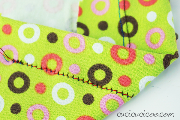 This easy photo + video tutorial tutorial shows how to sew knits with a twin needle! Get a professional finish on your home sewn stretch garments with this special double needle! #twinneedle #doubleneedlesewing