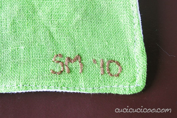 Handmade embroidered bookmark: embroider the child's initials or name, along with the date, to remember when she made it, years from now! #giftsbykids #diyfabricbookmark