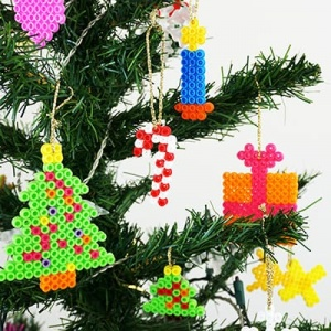 These perler bead Christmas patterns are perfect for kids to make DIY ornaments as holiday gifts! #hamabeadschristmas #perlerbeadschristmas