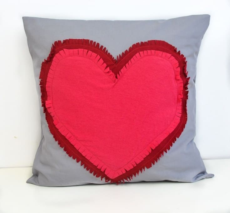 Super Quick and Easy Valentine Heart Pillow, DIY · vicky myers creations