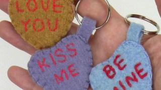Portachiavi fai da te per San Valentino con messaggi d'amore