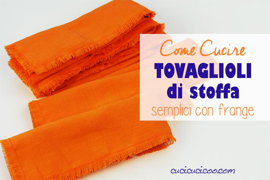 Imparare a cucire tovaglioli di stoffa con frange è semplice e perfetto per principianti con questo tutorial. Basta saper fare il punto zig zag! Che belli i bordi frangiati! #tovaglioli #lavabili