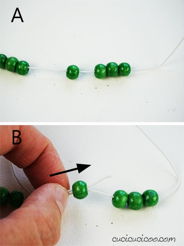 Infila perline di legno sul cordoncino elastic per realizzare dei portatovaglioli bellissimi. #portatovaglioli #tovaglioli #perledilegno